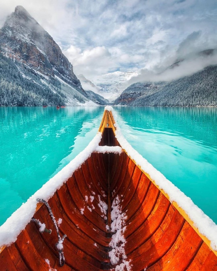 winter-is-coming-in-lake-louise-banff-national-park