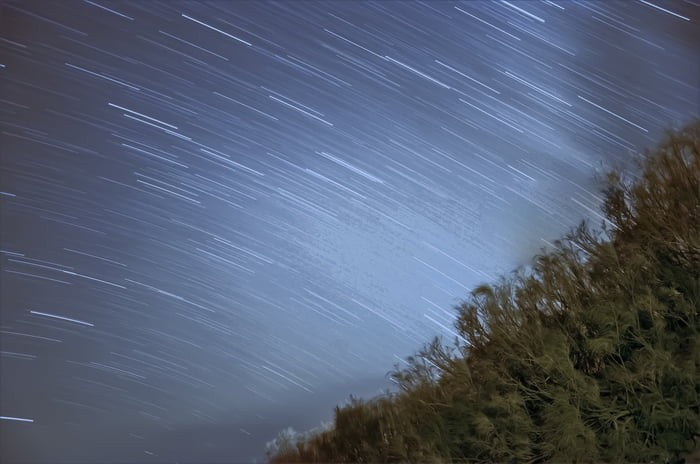 star-time-lapse-photo-looking-like-its-raining-with-stars