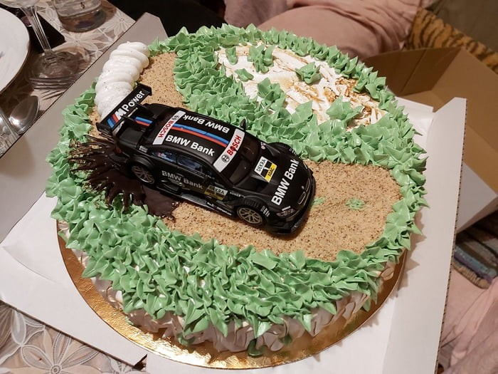 awesome-cake-with-awesome-edible-car