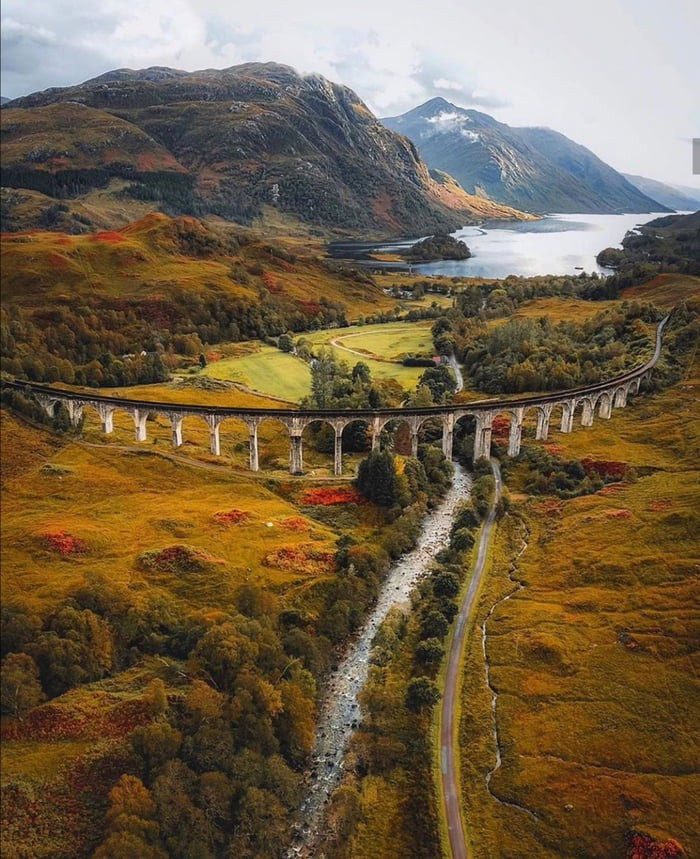 glenfinnan-viaduct-looking-stunning-during-autumn