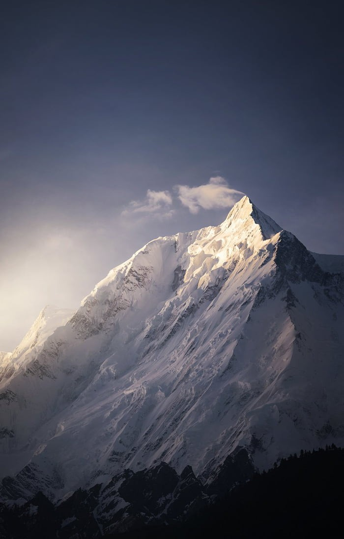 first-light-rakaposhi-mountain-pakistan