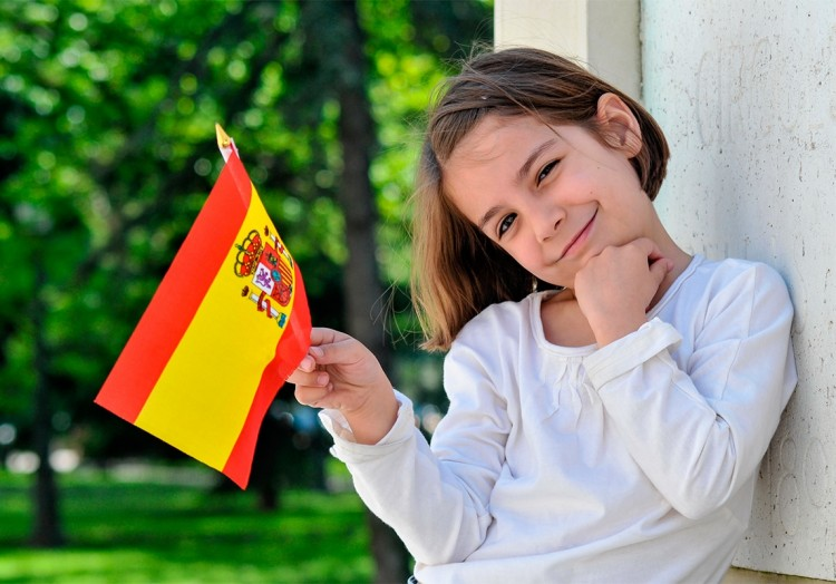 The Spanish children went out to play on Sunday after 6 weeks of ...