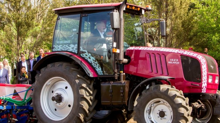 the-tractor-will-cure-everyone-from-coronavirus-why-belarus-refused-quarantine