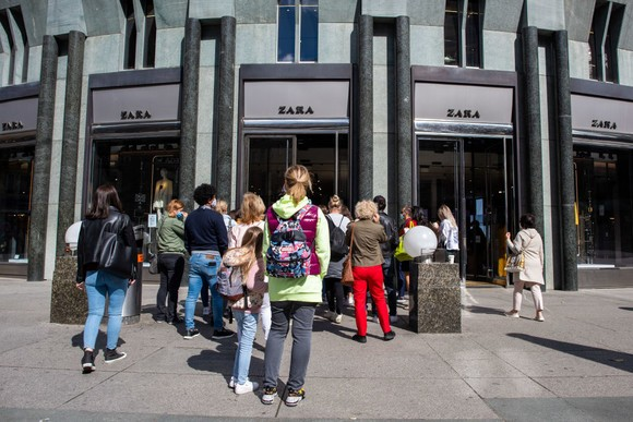 austrians-stormed-shopping-malls-spaniards-filled-the-streets-after-49-days-of-isolation