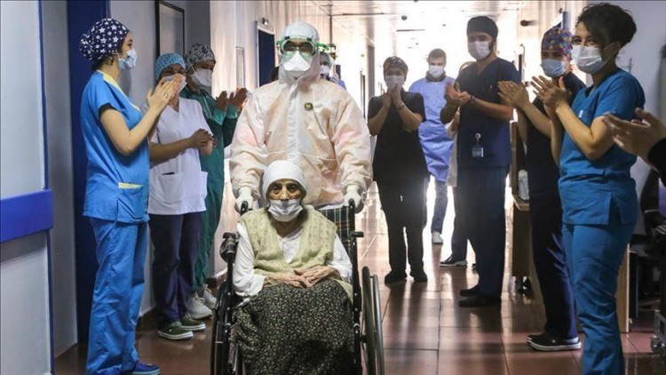 miracles-during-the-pandemic-a-107-year-old-iranian-woman-defeated-the-coronavirus