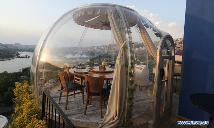 this-is-what-a-romantic-turkish-dinner-looks-like-in-a-capsule-steakhouses-have-adapted