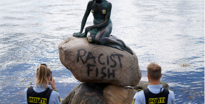 the-inscription-racist-fish-appeared-on-the-statue-of-the-little-mermaid-in-copenhagen