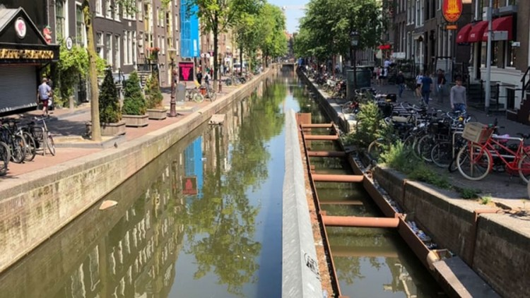 amsterdam-is-taking-urgent-measures-to-stop-it-collapsing-into-the-water