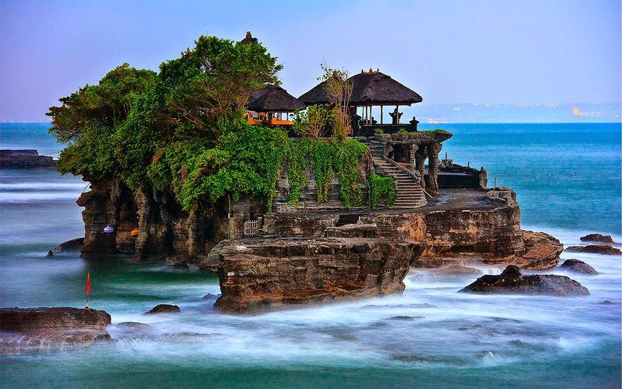 Pura Luhur Tanah Lot - Bali Semara