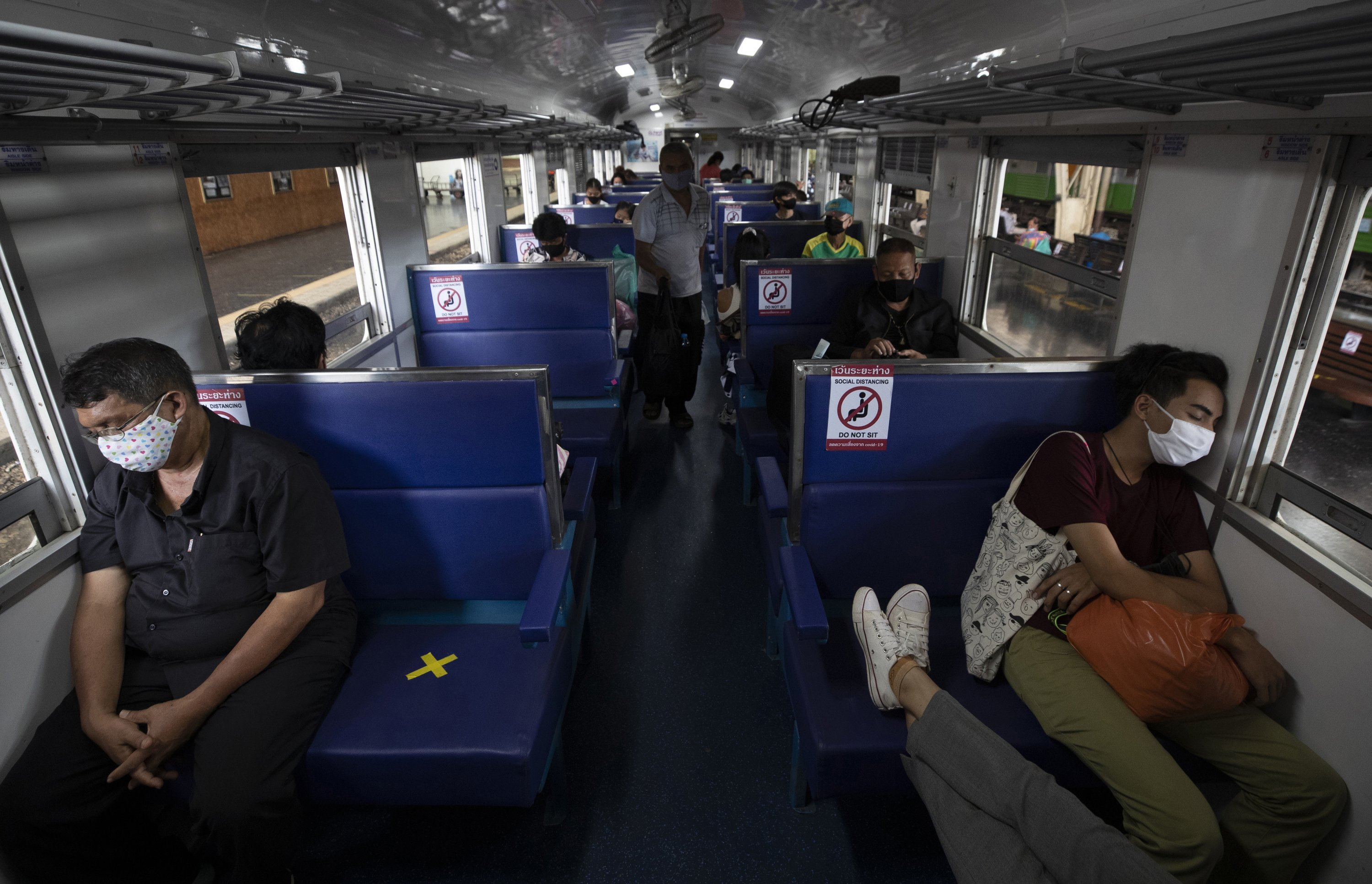 All aboard: Is it safe to take a train during the COVID-19 pandemic? |  Daily Sabah