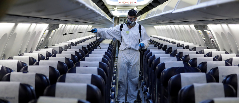 How to stay safe when flying, according to two experts | World Economic  Forum