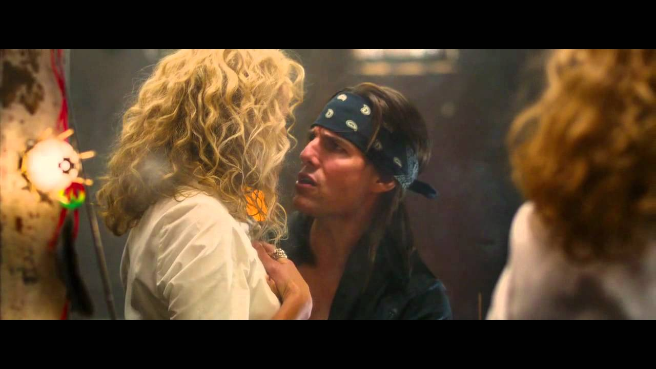 "Tom Cruise & Malin Akerman singing ""I want to know what love is"" - YouTube"