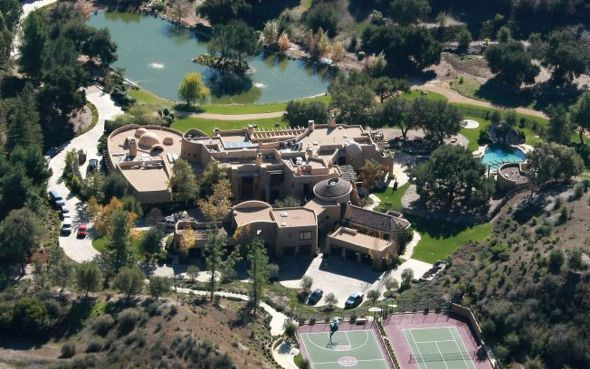 Top 10 Most Expensive & Lavish Celebrity Houses see the article here:  http://www.emmanuelfonte.com/top-10-… | Celebrity houses, Will smith house,  Celebrity mansions