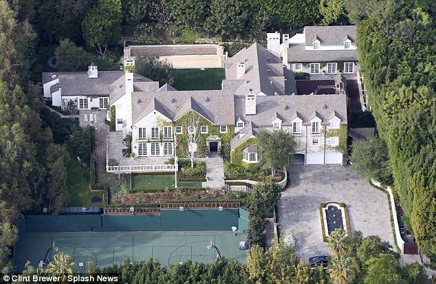 Tom Cruise and Katie Holmes' $275million divorce battle: How much of  couple's estate will Katie make from five-year marriage? | Daily Mail Online
