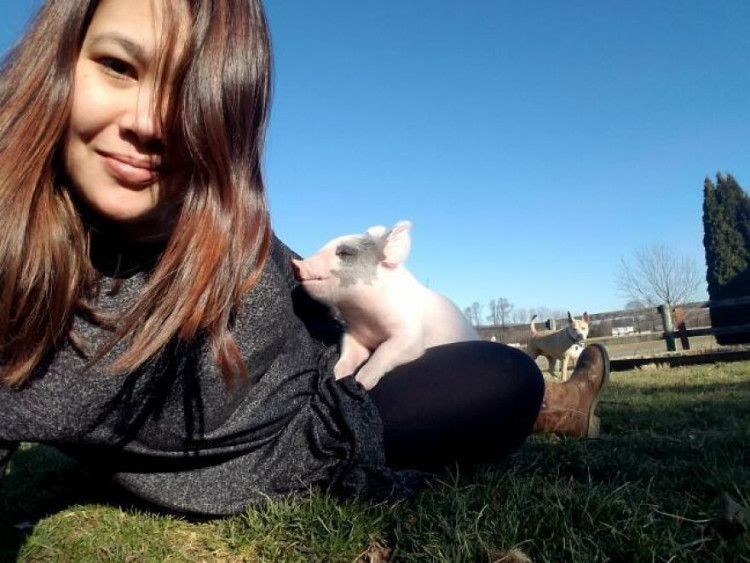 instead-of-euthanizing-a-pig-with-a-tremor-the-girl-decided-to-save-him-and-take-him-home