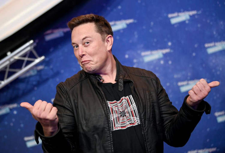 elon-musk-reaction-to-a-meme-with-him-and-jeff-bezos-about-space-flight-is-hilarious