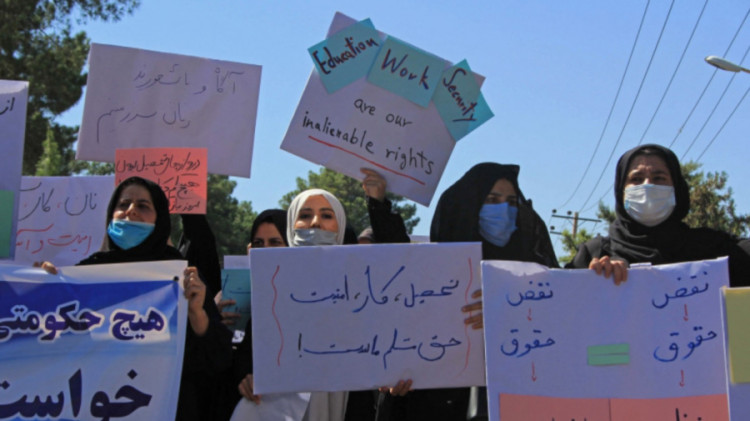 afghan-women-share-photos-of-dresses-to-protest-taliban-compulsory-on-black-hijab
