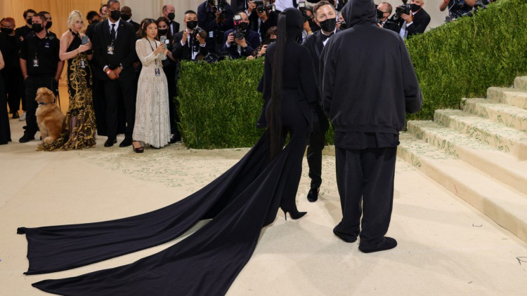 kim-kardashian-amazed-with-her-appearance-at-the-met-gala-see-who-accompanied-the-star-to-the-event-was-it-kanye-west-photo