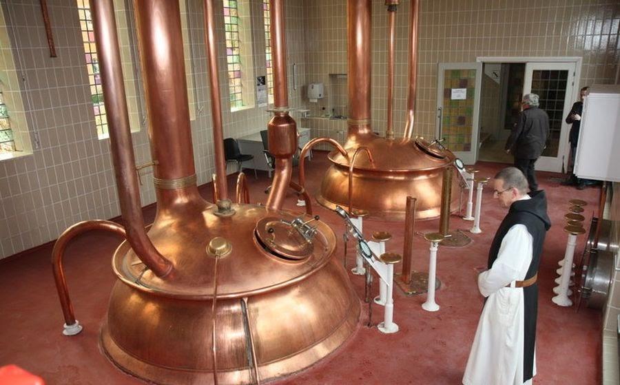 Монах-траппист в пивоварне аббатства Ла-Трапп / Фото: Drink Belgian Beer